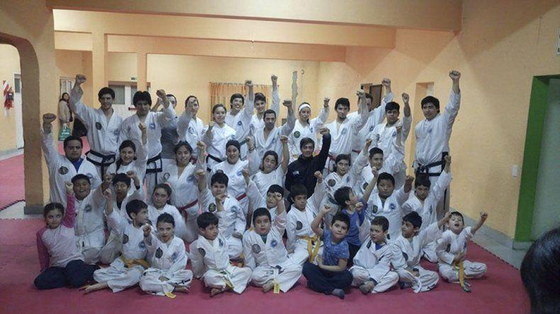 La delegación de Comodoro Rivadavia que fue parte de la 14° Campeonato Regional Sur de Taekwondo ITF.