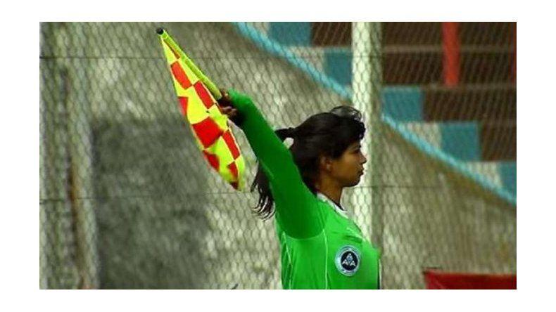 Futbolista golpeó a una mujer, jueza de línea, después de un partido