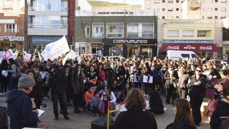¡Vivas las queremos!: más de 800 vecinos coparon el centro de Comodoro