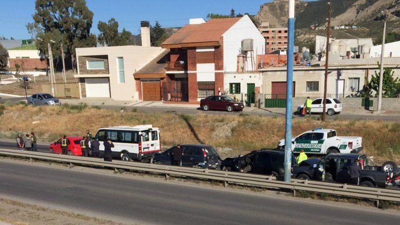 Cinco vehículos chocaron en cadena en Ruta 3