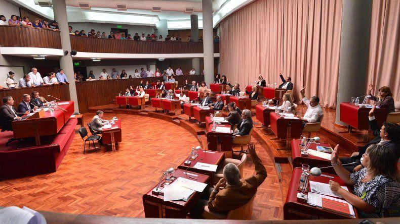 La Legislatura aprobó el pedido para la obra  del acueducto y la ampliación presupuestaria