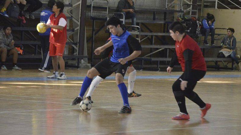 El fútbol de salón de los Juegos Comunitarios ingresó en su etapa de definición.