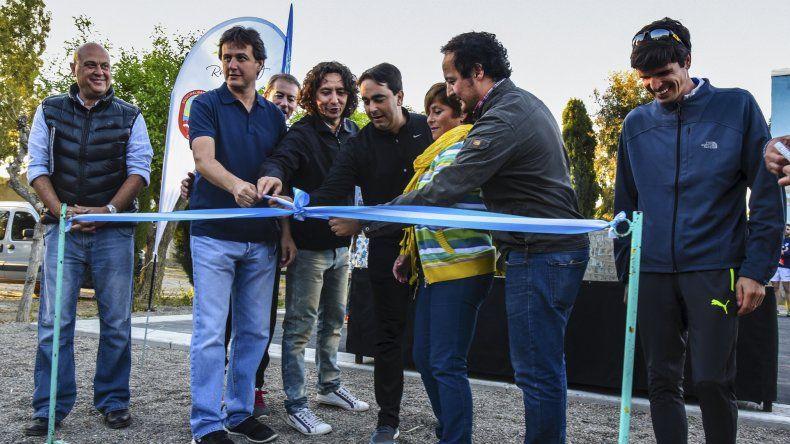 La inauguración de los espacios saludables y los chicos disfrutando de los mismos junto a sus padres.