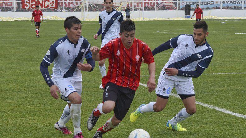 Huracán y Jorge Newbery volverán a verse las caras el domingo en el estadio municipal.