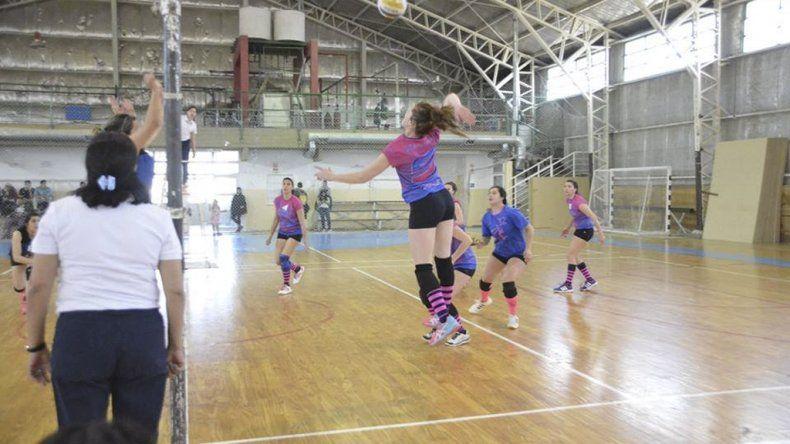 El vóleibol tuvo intensa actividad el último fin de semana en el gimnasio municipal 2 del barrio Pueyrredón.