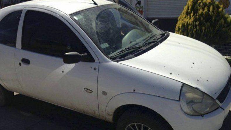 Los disparos contra el Ford Ka tendrían un mensaje intimidatorio hacia su dueño.