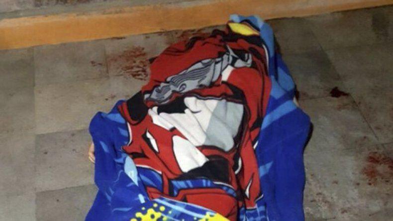 Un niño mató de un balazo a uno de los ladrones que entró a robar a su casa.