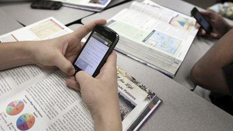 Habilitan el uso de celulares  en escuelas bonaerenses