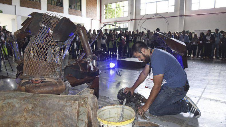 El artista plástico Emanuel Quiroga fue uno de los expositores de la convención.
