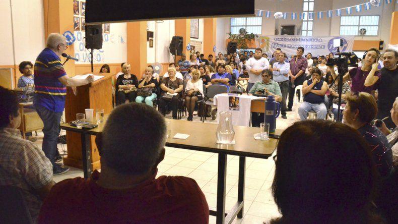 La ceremonia que se realizó ayer en el Consejo de Localidad del PJ para recordar la figura de Néstor Kirchner a seis años de su fallecimiento.