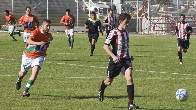 El delantero Brian Vega anotó el segundo gol de Ameghino en kilómetro 3.