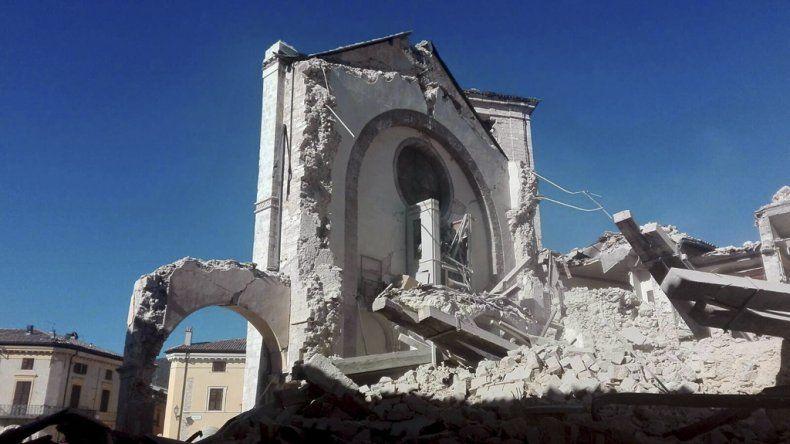 La Basilíca de San Benedetto destruida por fuerte terremoto en la zona central del país en la región de Umbría.