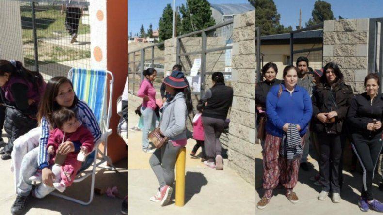 Padres acampan para anotar a sus hijos en jardines de infantes