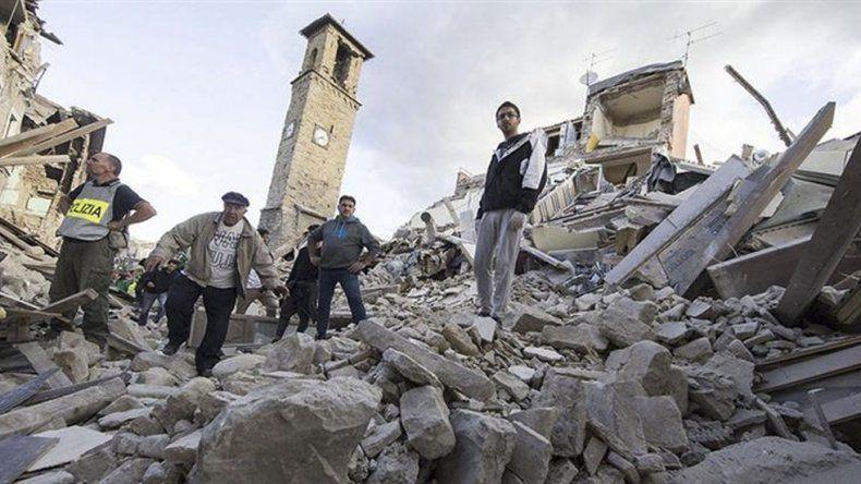Otra fuerte réplica provocó un nuevo colapso de edificios en Italia.