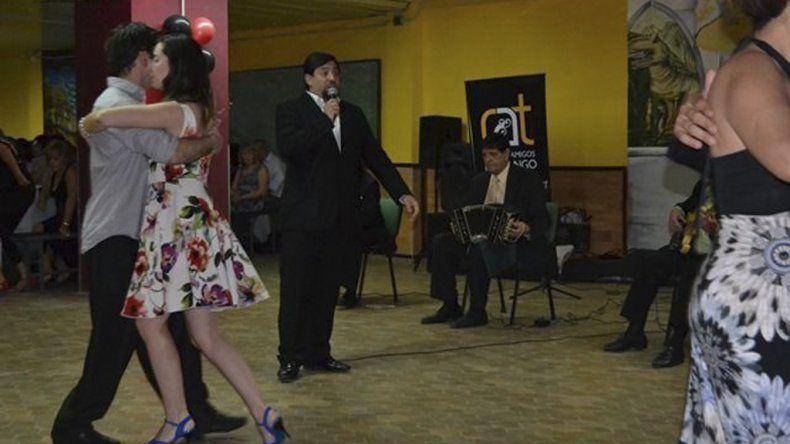 La Universidad Nacional de la Patagonia vivió una noche de milonga con shows en vivo