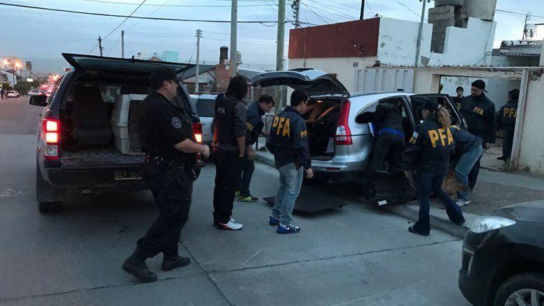 Resultado de imagen para imagenes de la policia federal allanando por drogas