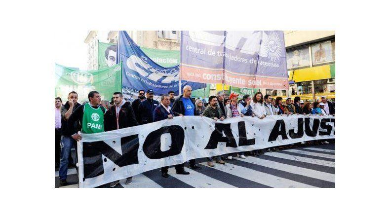 Las dos CTA y movimientos sociales marchan a Plaza de Mayo