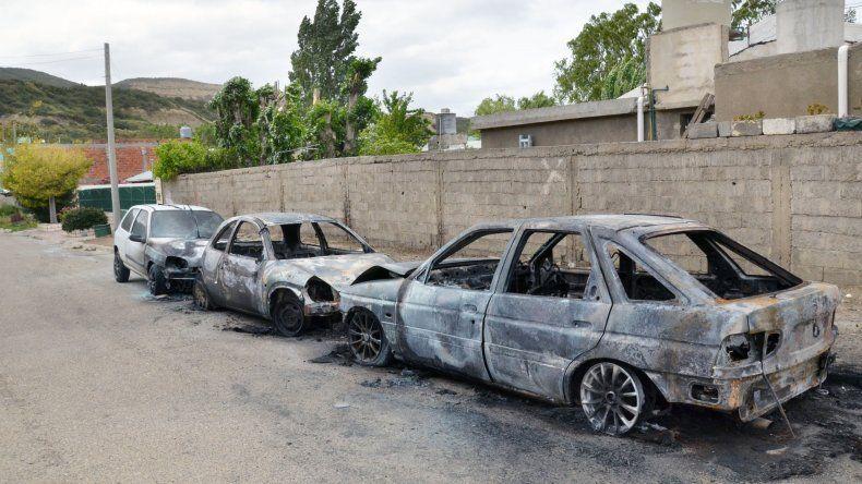 Incendiaron cuatro autos esta madrugada
