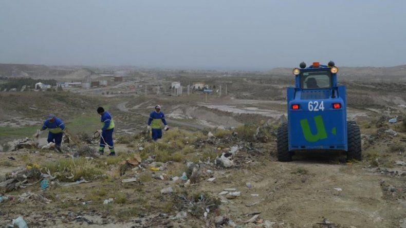 Las tareas de limpieza que desarrollan los trabajadores de Urbana para erradicar los basurales clandestinos.Las tareas de limpieza que desarrollan los trabajadores de Urbana para erradicar los basurales clandestinos.