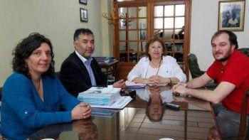 La vicerrectora Lidia Blanco y el secretario de Ciencia y Técnica, Carlos de Marziani, recibieron a Patricio Bórquez y Jeanette Monsalve.