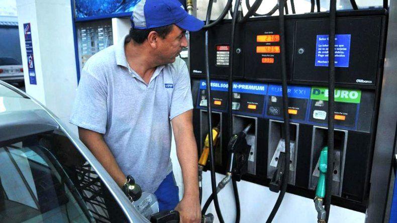 Estacioneros presionan para volver  a aumentar el precio de combustibles