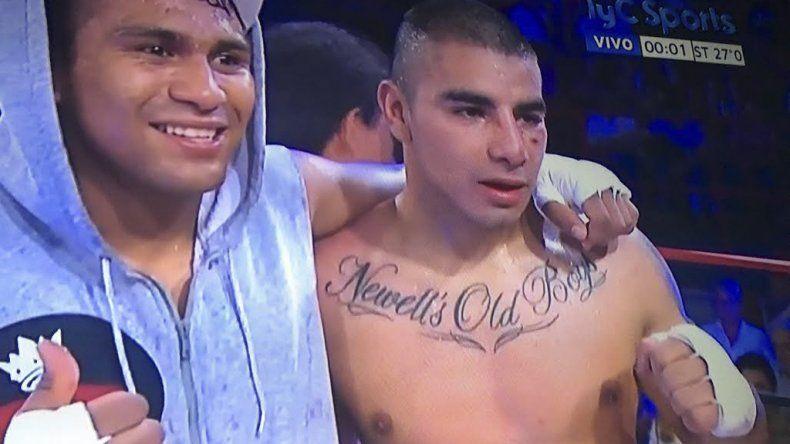 El salteño Gustavo Pereyra junto al rosarino Sebastián Aguirre luego del combate que protagonizaron la noche del sábado en Tandil.
