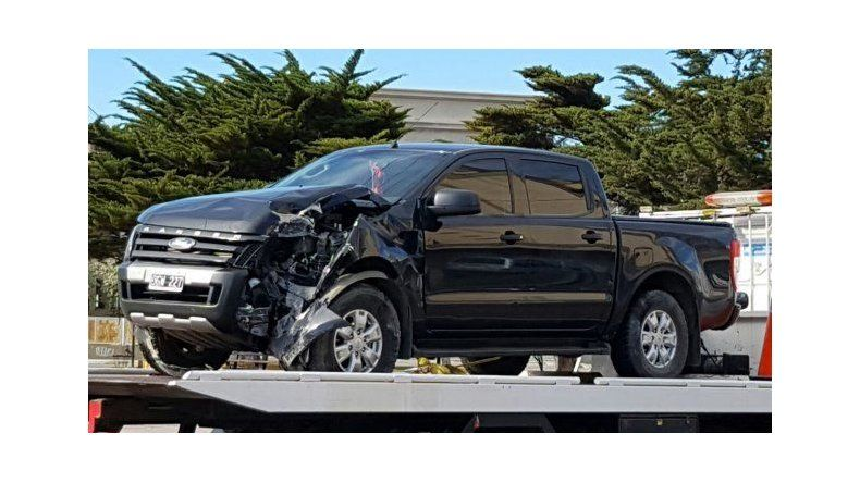 La Ford Ranger que terminó contra un árbol en barrio Fuchs quedó secuestrada tras el control de alcoholemia.