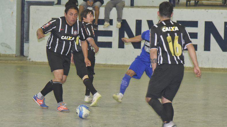 En el gimnasio de la ex ENET se jugaron varios partidos por el torneo Clausura de fútbol de salón.