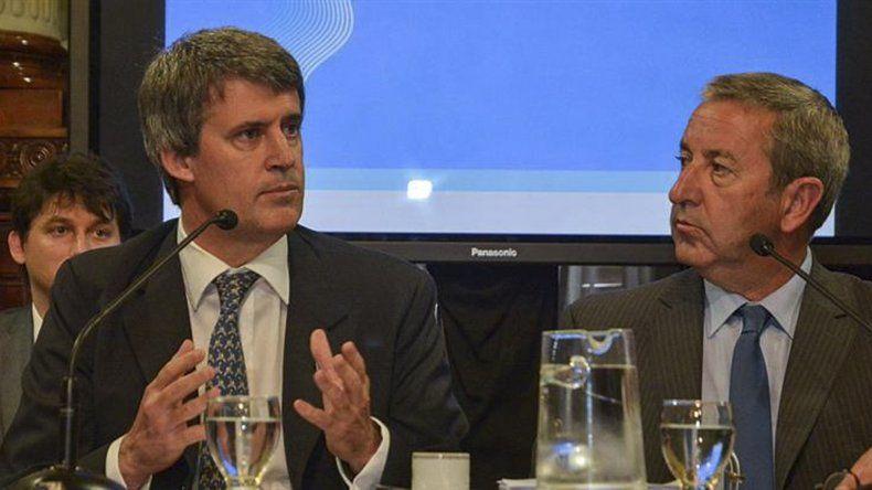 Prat Gay junto al presidente de la Comisión de Presupuesto y Hacienda del Senado