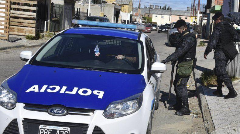 Efectivos de Infantería se retiran de la calle La Pampa