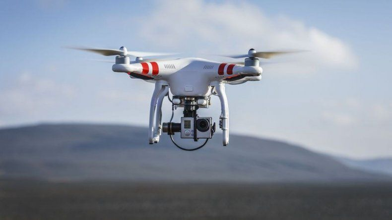Falla en la batería de un drone hace que caiga en picada