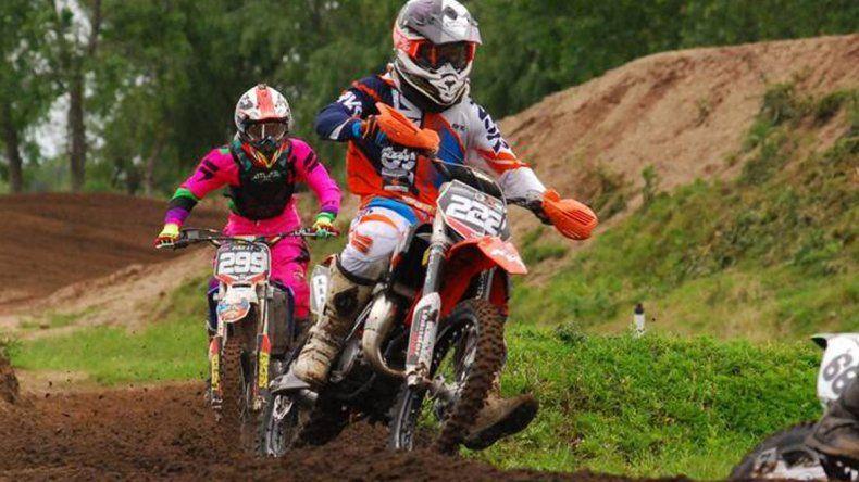 El piloto Tomás Brazao intentará este fin de semana alzarse con el título en su categoría del motociclismo.