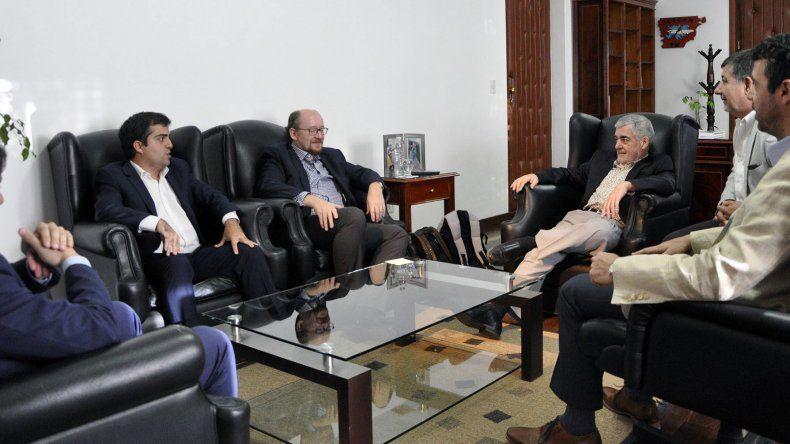 El gobernador mantuvo ayer una reunión con los empresarios del proyecto eólico El Angelito.
