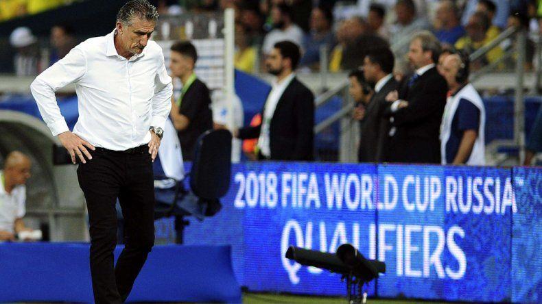 Edgardo Bauza no encuentra respuesta de una selección argentina que cada vez juega mal.