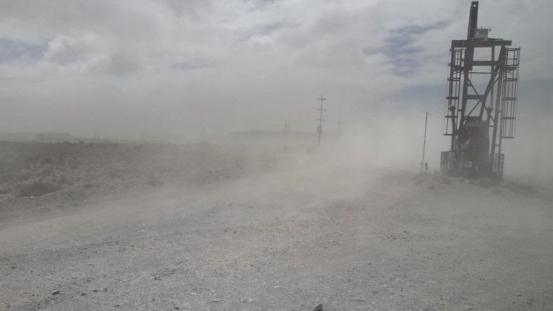 Así se trabaja en Cerro Dragón con ráfagas de más de 100 km/h