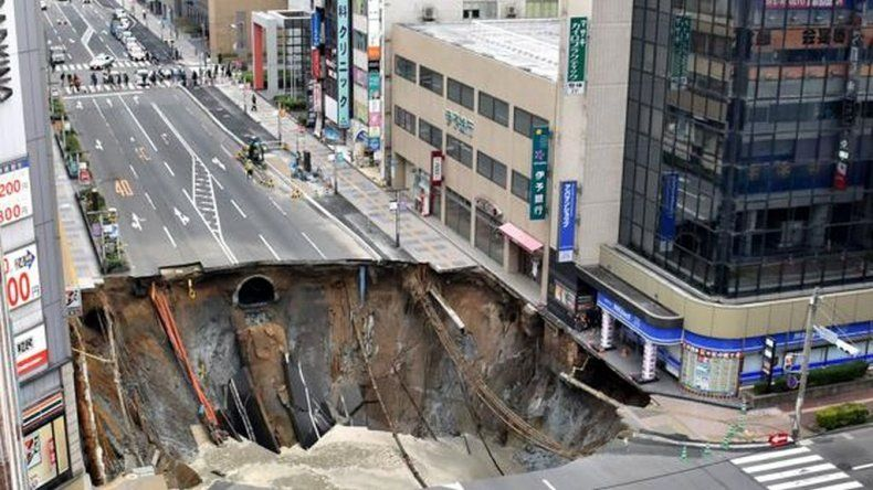 Récord: un enorme agujero en medio de la ciudad fue reparado en 48 horas