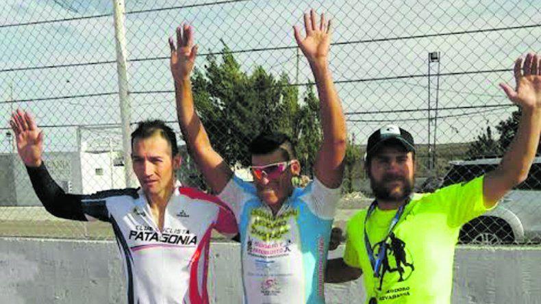Tres de los ciclistas que fueron protagonistas de la competencia de ruta  que se corrió el sábado en el autódromo General San Martín.