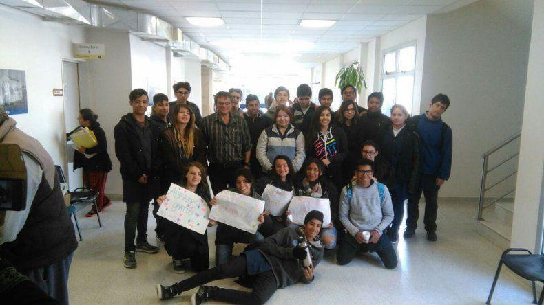 Los estudiantes de la escuela del barrio Las Orquídeas realizaron una actividad de integración con los pacientes del Hospital Alvear.