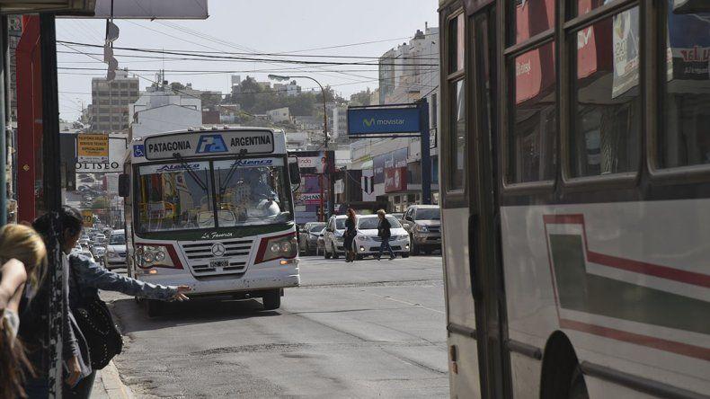Se suspendió la medida de fuerza y habrá transporte público