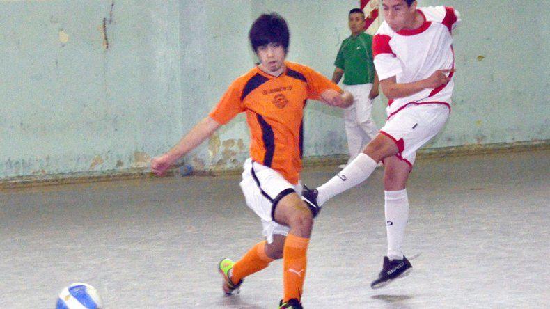 El fútbol de salón de la Asociación Promocional jugará mañana una docena de partidos en el gimnasio de la ex ENET 1.