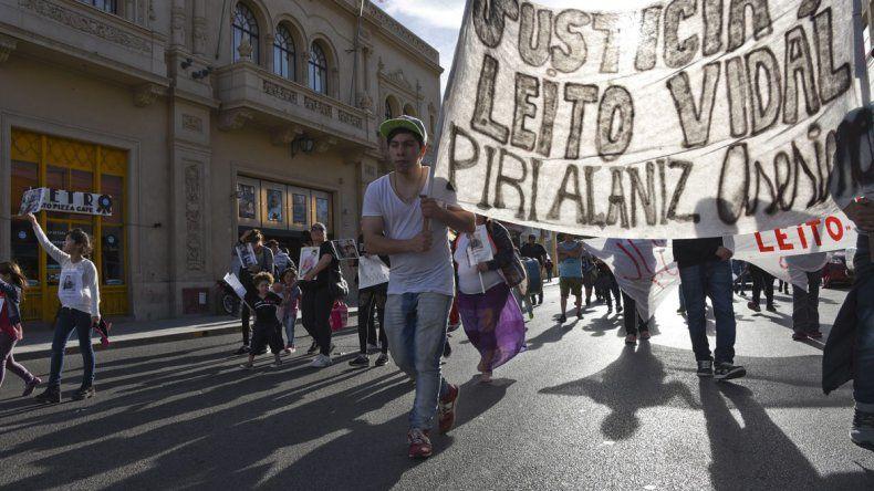 Familiares y amigos de Angel Vidal ayer reclamaron justicia por las calles céntricas.