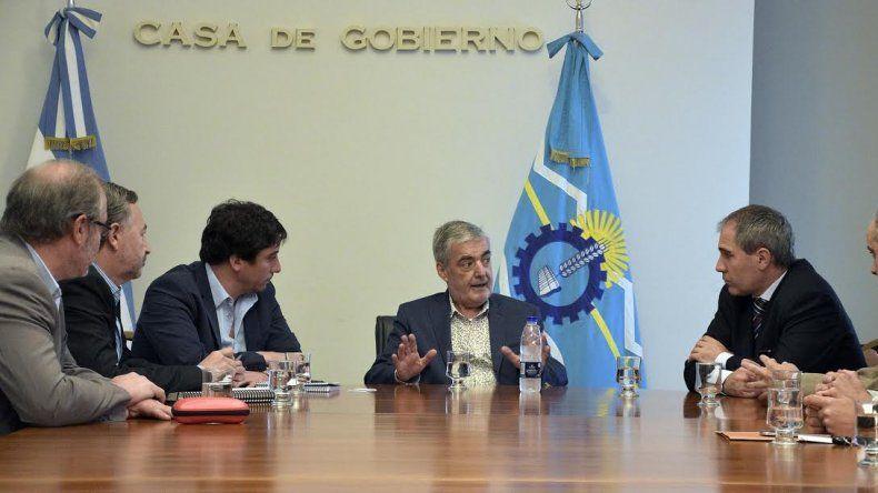 Das Neves se reunió con directivos de YPF y los instó a sostener las fuentes de empleo