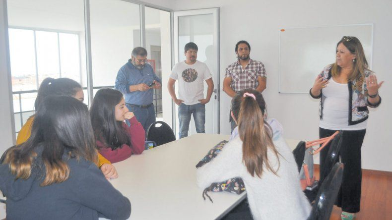 Los jerárquicos continúan con las clases de apoyo a los estudiantes de Pico Truncado.