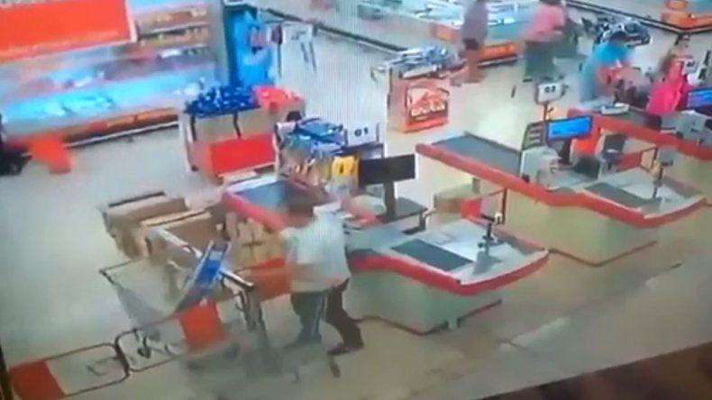 El asesor de un diputado intentó robar un televisor en el shopping