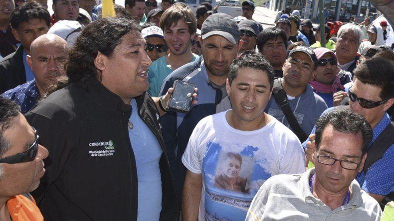 El dirigente Ricardo Treuquil –izquierda- desmintió acusaciones contra la dirigencia de la UOCRA