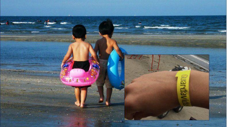 21ca748a12ac Este verano también habrá pulseras para evitar que los niños se pierdan en  la playa