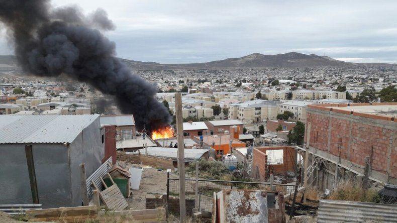 Se incendió una casa y el dueño sufrió quemaduras