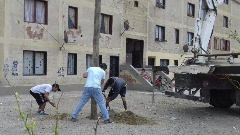 Habitantes del 8 de Julio trabajan desde hace varias semanas en el embellecimiento del barrio.