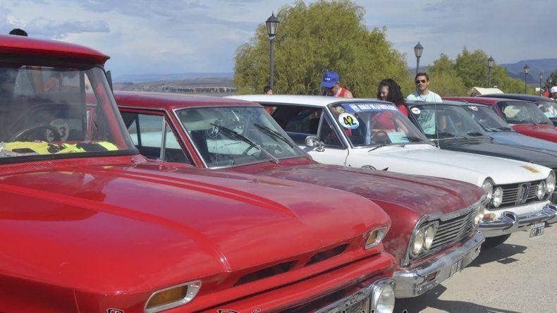 Parte de los autos clásicos y sport que intervinieron en la séptima edición del clásico rally.