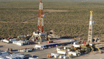 en neuquen hay 1800 petroleros suspendidos